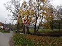 Ulice Žabárna je pobřežní ulicí Svratky v Jimramově, poblíž se nachází rodný dům bratří Mrštíků, možná by nám tam otevřela Maryša...