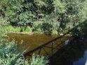 Stín železničního mostu přes Svratku, Nedvědice.